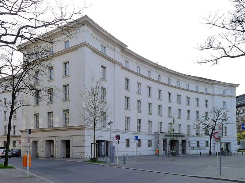 Rathaus Wilmersdorf - Foto: Von Bodo Kubrak - Eigenes Werk, CC0,
