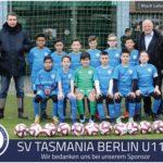 U11-Team mit den BLI-Inhabern Achim Amann (links) und Andreas Müller (rechts).